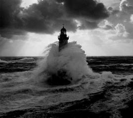 faro nella tempesta 3
