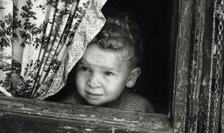 Vincenzo Balocchi, Bambino che guarda dalla finestra, 1960-1970 ca.